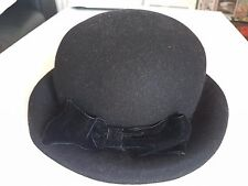 Black winter hat with bow