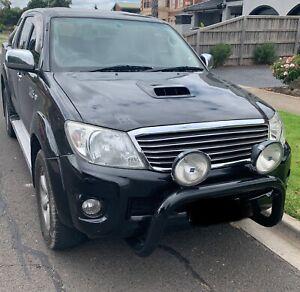 Toyota Hilux SR5 4WD turbo diesel 3.0 litre D-40  Auto