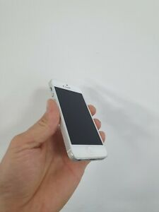 Apple iPhone 5s - 32GB - Silver (Unlocked) A1533 (CDMA + GSM)