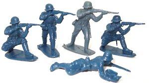 MARX OR AIRFIX ? 5 W.W.II GERMAN SOLDIERS