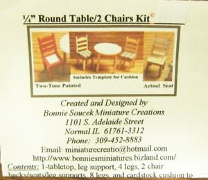 """1/4"""" Scale Round table/2 chairs kit"""