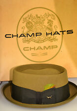 Vintage But Never Worn Champ Size 7 1/8 Green Felt Hat Feather & Dog Pin In Box