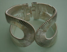 NR7) VINTAGE SILVER TONE WRAPPED WIRE HINGED CLIP ON BRACELET BANGLE