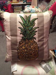 "Kim Seybert Indoor/Outdoor 20"" x 20"" Beaded Pineapple Feather Fill Pillow New"