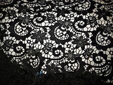 Superbe tissu  guipure coton melangé col noir vente au metre