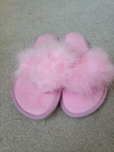 Pink fluffy  feather Snoozies flip flop slippers