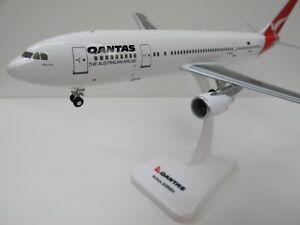 """1/200 Qantas Airbus A300B4 1990's livery VH-TAA """"James Cook""""."""