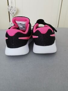 Baby girl nike trainers size 5,5