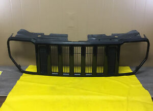 2008 2009 2010 2011 2012 JEEP LIBERTY FRONT BUMPER GRILLE  55157218AB OEM