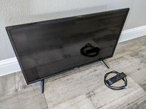 """Vizio 32"""" D32f-G4 TV w/ Stand and Remote"""