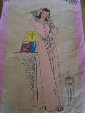 """ANCIEN PATRON  MARIE CLAIRE   """"CHEMISE DE NUIT ELEGANTE      """" ANNEE  1940"""