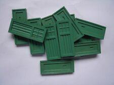 POST-WAR BAYKO JOB LOT OF 12 GREEN SINGLE DOORS IN GOOD USED CONDITION