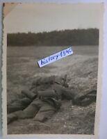 Foto mit WH - Soldaten in Stellung am Granatwerfer. (P)