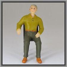 Dingler Handbemalte Figur Polyresin - Spur I - Mann sitzend, olives Hemd