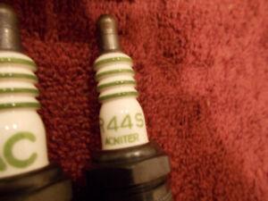 69 1969 NOS GM AC Pontiac Ram Air Spark Plugs SET/8 R44S ACNITER W/4 Equal Rings