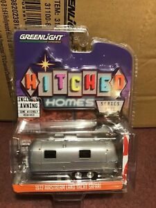 Greenlight 1:64 Hitched Homes 1972  Airstream Land Yacht w/ American Flag awning
