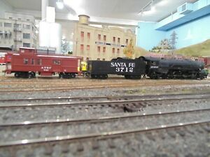 Bachmann Santa Fe 4-8-2 #3712 and caboose AT&SF 747 W/ Digitrax DC/DCC