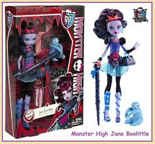 Monster High JANE BOOLITTLE Doll Walking Stick Pen & Pet VooDoo Sloth Needles Dr