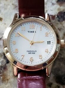 Ladies TIMEX easy read watch, New Battery, nice strap, pearl dial.