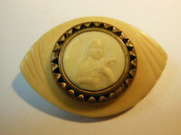 Belle Broche Médaille Sainte Thérèse de l'Enfant Jésus  1950 résine
