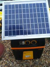 Gallagher B100 Solar Electric  Fence Charger 60 acres PORTABLE Preowned