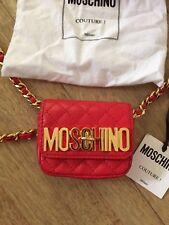 Mini Bolso Moschino que también es usado como un cinturón. Cuero Genuino Nuevo