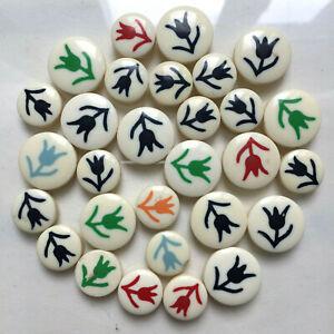 Lot de 29 boutons vintage - Plastique blanc, fleurs multicolores 15 et 19 mm