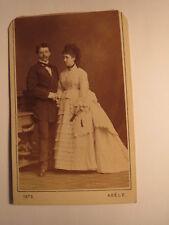Wien - 1873 - stehendes Paar - Mann & Frau im Reifrock - Kulisse / CDV