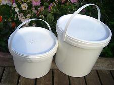 Beekeeping Contact Bucket Feeders : 1 x 2 L(1/2 Gal) & 1 x 4.5 L(1 Gal)