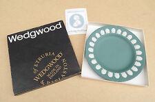 Wedgwood Green Jasper Ware plaque décorée avec coquillages
