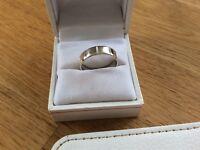 9ct White Gold Wedding ring size Q1/2