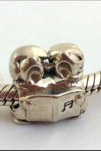 Authentic Chamilia Christmas Carolers Bead , Retired, Sterling Silver GA-146 New