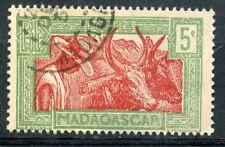 TIMBRE DE MADAGASCAR N° 164 OBLITERE PAYSAN MALGACHE AVEC SES BOEUFS