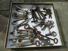 JOB LOT OF 51 x VINTAGE/ ANTIQUE KEYS, DOOR/ CABINET/ BOX KEYS ETC (SOME RUSTY).