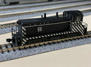 N Scale Santa Fe Switcher Diesel Locomotive With MTL Knuckle Couplers.