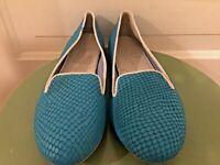 Women's Charles Philip Shanghai Blue Texture Fabric lined Flats Sz 9.5