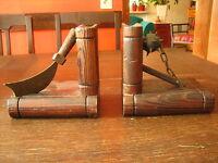 Paar originelle Buchstützen für Ritter und Piraten mit Säbel und Morgenstern
