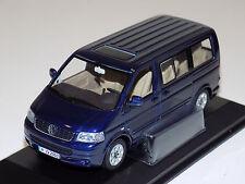 1/43 Minichamps Street Volkswagen Multivan in Blue Dealer Edition