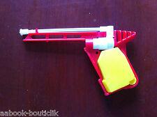 v)Gadget de Pif; pistolet à eau jaune et rouge du pif ?