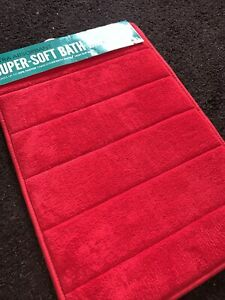 Red Memory Foam Bath Mat 010608111