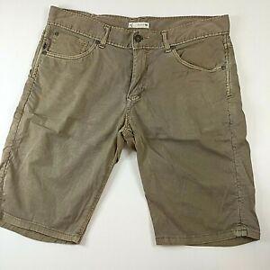 Rusty Men's Tapered Leg Khaki Casual Stretch shorts, Size 33