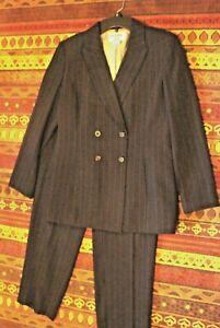Kasper Ladies pantsuit black pinstripe size 6