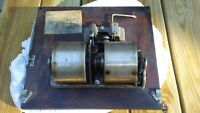 Victrola VV-110 motor; turntable; speed indicator/regulator; crank; accessories.