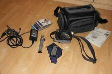 Sony Handycam DCR-DVD202E incl.Zubehörpaket Tasche Stativ