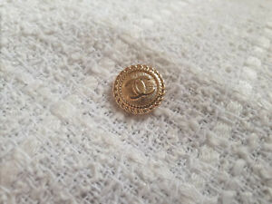 One Gold Chanel Vintage Button 16mm Stamped