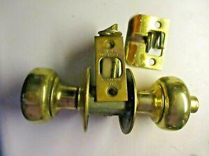 """Yale USA 1950s Privacy Knob Set Bright Brass Reversible 2-3/8"""" Setback Vintage"""