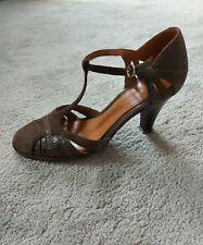 CLARKS SHOES Size 5 UK  brown Leather T Bar Heels Court business formal smart 38