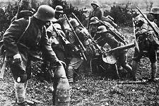 WW1 - Photo - Mise en oeuvre d'un canon allemand au Chemin des Dames en mai 1918