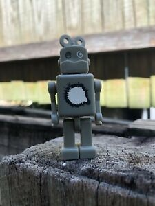 Wazzup 2002 collectible vinyl robot with detatchable turn key in head