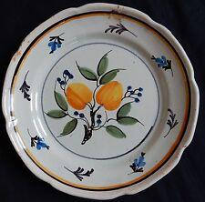 B171) Assiette ancienne en faïence (ROANNE) décor de FRUITS